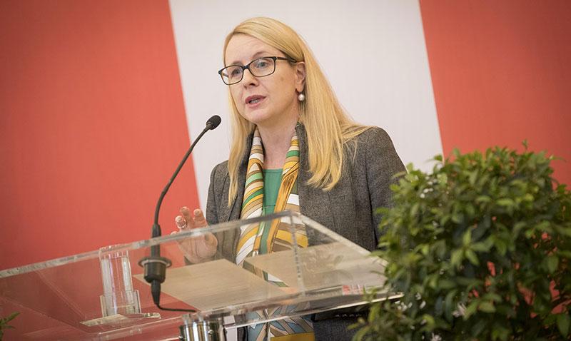 Margarete Schramböck bei der Rede zum Festakt